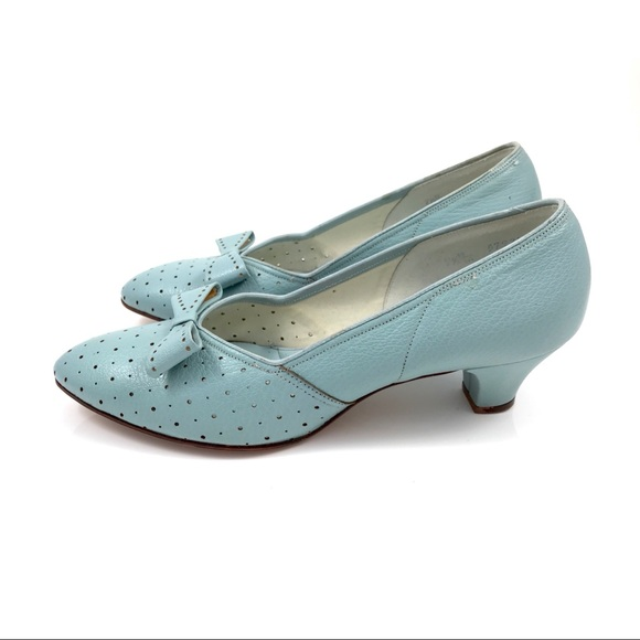 b76e47efe15c8 1950s baby blue leather kitten heel shoes with bow
